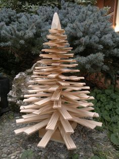 Christmas tree made of natural larch lamellas by Engardina Driftwood Christmas Tree, Pallet Christmas Tree, Unique Christmas Trees, Alternative Christmas Tree, Rustic Christmas, Christmas Projects, Christmas Crafts, Christmas Ornaments, Garden Party Decorations
