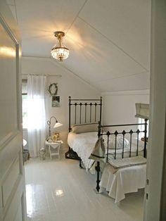 Pretty, vintage farmhouse style bedroom.