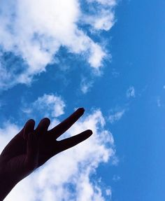 Aesthetic Photo, Aesthetic Pictures, Instagram Profile Picture Ideas, Lando Calrissian, Hand Photography, Flower Phone Wallpaper, Photos Tumblr, Aesthetic Wallpapers, Clouds