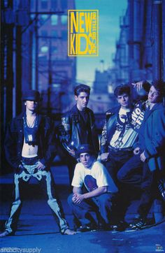 POSTER :MUSIC :NEW KIDS ON THE BLOCK - GROUP POSE- FREE SHIP! #3315  LW11 O