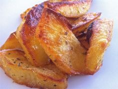 Traditional Crispiest Greek Lemon Potatoes Recipe (Patates Lemonates) Crispiest Greek Lemon Potatoes (Patates Lemonates) - My Greek Dish Lemon Roasted Potatoes, Greek Lemon Potatoes, Potato Dishes, Potato Recipes, Food Dishes, Savoury Recipes, Vegetable Dishes, Vegetable Recipes, Veg Dishes
