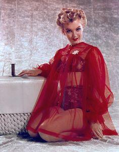 Marilyn Monroetheniftyfifties: mothgirlwings: