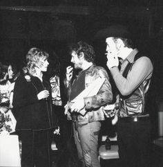 Three pillars of Canadian music: Anne Murray, Gordon Lightfoot, and Stoppin' Tom Connors at the 1973 Juno Awards. I Am Canadian, Canadian History, Gordon Lightfoot, 60s Music, Rock Legends, Bob Dylan, Funny People, Country Music, Famous People