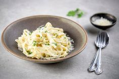 A classic fettuccine Alfredo recipe is made with cream, butter, Parmesan cheese, and parsley. It's delicious served as is or with meat or vegetables. Sauce Recipes, Pasta Recipes, Dinner Recipes, Cooking Recipes, Fall Recipes, Cooking Ideas, Casserole Recipes, Yummy Recipes, Dinner Ideas