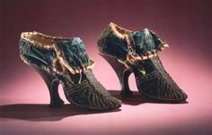 Lady's shoes, unknown maker, c 1690-1710. Green velvet, slender high heels, decorated with silver thread trimmings. Rijksmuseum Amsterdam.