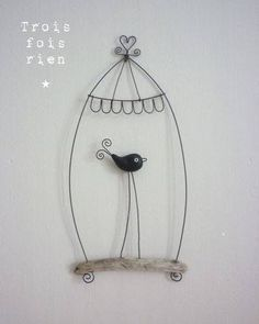 cage for paper art Wire Crafts, Diy And Crafts, Sculptures Sur Fil, Wire Sculptures, Chicken Wire, Wire Art, Pebble Art, Bird Cage, Diy Projects To Try