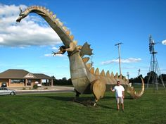 The Kaskakia Dragaon, located in Vandalia, IL. People stop and put a token in to watch the dragon breath fire. Angry Animals, Vintage Diner, Graffiti, Roadside Attractions, Water Tower, Pretty Pictures, Travel Usa, Places To See, Street Art