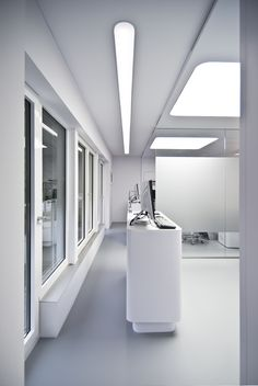 Dental dentistry healthcare practice design interior and architecture/ praktijkinrichting, gebouwontwerp, interieur van tandartspraktijken en orthodontiepraktijken. - Light minimalistic orthodontics practice designed by Amsterdam based architecture firm ARHK. - Lichte, minimalistische orthodontiepraktijk ontworpen door het Amsterdamse architectenbureau ARHK.