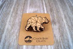 Le personnage ours gravé broche en bois bois par CanoeBabyCrafts