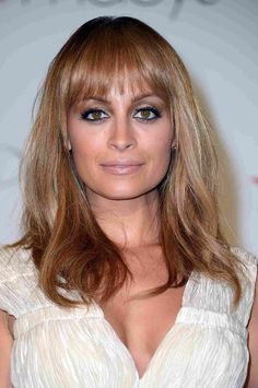 Unique wedding hairstyles with bangs probably the best, they are simple and sophisticated and look good on almost all types of hair. Bridal hairstyles with bangs look fabulous with curls, waves, ac… Square Face Hairstyles, Face Shape Hairstyles, Messy Hairstyles, Bangs Hairstyle, Hairstyle Ideas, Trendy Haircuts, Haircuts With Bangs, Pinterest Haircuts, Haircuts For Round Face Shape