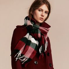 Burberry large classic cashmere scarf in check, Parade red