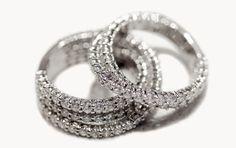 Anelli due e tre file incrociate di diamanti. Oro bianco 18Kt.