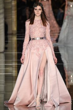 Fashion Friday: Zuhair Murad Spring 2016 Couture | Edgy | Daring | Beautiful | Minis | Striking | Capes | Trains | Corsets | Creeping Floral Embroidery | http://brideandbreakfast.hk/2016/03/11/zuhair-murad-spring-2016-couture//