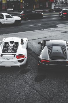 Porsche 918 vs Lamborghini Huracan