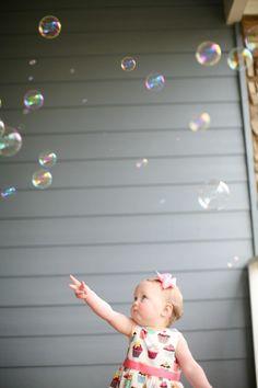 Toddler Photo Ideas- Bubbles Photo! Love!