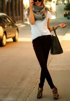 how to wear leopard booties, fall look, black leggings, white tee, oversized black bag, sunglasses