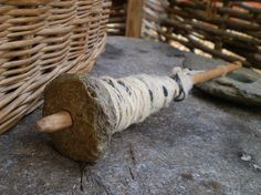 stone whorl spindle (spinning yarn)