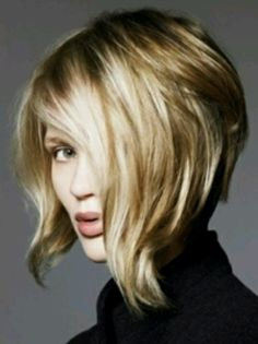 Heavenly Hair: assymetric textured bob blonde