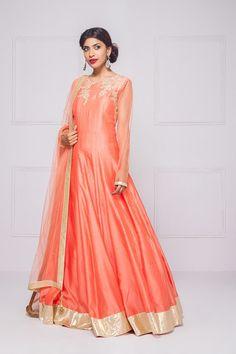 KALKI scoop back anarkali set #flyrobe #weddings #indianweddings #mehendioutfits #indianbride #designerwear #anarkali