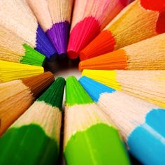 tip of pencil crayon Colors Of The World, All The Colors, Bright Colors, True Colors, Image Crayon, Macro Fotografie, Coloured Pencils, Color Shapes, Over The Rainbow