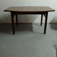 [500€] Tavolo anni 60 rettangolare allungabile, in teak. In ottime condizioni, mai usato. Misure in cm da aperto: 138x64-81x75h #magazzino76 #viapadova76 #milano #vintage #modernariato #antiquariato #design #industrialdesign #furniture #mobili #modernfurniture #sofa #poltrone #divani #arredo #arredodesign #tavolo