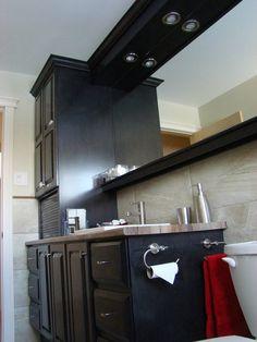 Un vieux meuble de salle de bain, transformé/remis à neuf. Voir les détails de la transformation sur mon blogue.