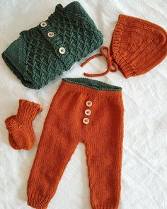 Sweater Knitting Patterns, Knit Patterns, Baby Knitting, Knit Baby Sweaters, Crochet For Boys, Baby Pants, Kids And Parenting, American Girl, Baby Dolls