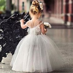 • Butterfly kisses and flower girl wishes! • We couldn't help but post this adorable photo this morning • via @casarecia • #ascothouse#wedding#adorable#cute#flowergirl#weddinginspiration#princess#bridalisnpiration#melbournewedding#flowers#cutekids#wedding#flowergirldress#melbourne#weddinginspiration