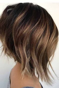 Shoulder-Length Spiraled Bob - 50 Wavy Bob Hairstyles – Short, Medium and Long Wavy Bobs for 2019 - The Trending Hairstyle Haircuts For Round Face Shape, Face Shape Hairstyles, Wavy Bob Hairstyles, Haircuts For Fine Hair, Hairstyles For Round Faces, Celebrity Hairstyles, Round Face Shapes, Wedding Hairstyles, Inverted Bob Hairstyles