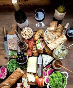 Cheese Board with Pickled Fennel - healthy appetizers. Spring Cheese Board with Pickled Fennel - healthy appetizers. - Spring Cheese Board with Pickled Fennel - healthy appetizers. Cheese Platters, Food Platters, Cheese Table, Wine Recipes, Cooking Recipes, Healthy Recipes, Charcuterie And Cheese Board, Cheese Boards, Meat And Cheese