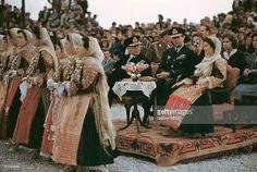 Majestățile Lor Regele Mihai I și Regina Ana ai României la un eveniment alături de Regele Pavlos I și Regina Frederika ai Greciei (Regina noastră fotografiază). Pavlos & Frederika le-au organizat nunta de la Atena din 10 Iunie 1948. Romanian Royal Family, Greek Royalty, Queen, Royals, Home, Greece, Historia, Gotha, Shelf