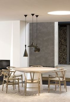 contemporary dining area - grey white and blonde wood palette - UFO tafel RR shop Knokke  photo credits lieven dirckx
