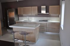 Risultati immagini per isole per cucina Kitchen Island With Cooktop, Kitchen Cabinets, My Ideal Home, New Home Designs, Minimalist Kitchen, Inspired Homes, Modern House Design, Home Organization, Sweet Home