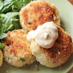 Crab Cakes 1 pound lump crab meat 1/4 cup diced red bell pepper 1/4 cup diced green bell pepper 2 green onions, chopped 1 egg, lightly beaten 1/2 cup panko crumbs, plus additional for dredging 1/4 cup lemon juice (about 2 lemons) 2 tablespoons mayonnaise 2 teaspoons mustard powder 1 teaspoon Old Bay seasoning 1/2 teaspoon kosher salt 1/4 teaspoon Worcestershire sauce