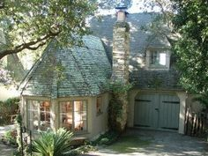 Charming Guest House - fantastic web site of cottages in Carmel-by-the-Sea by Hugh Comstock.