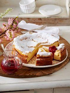 Wir sind uns einig. Der Käsekuchen ist der beste Kuchen der Welt - nach Omas altbewährtem Familienrezept. Ein Käsekuchen Rezept mit Gelinggarantie!