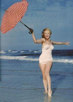 Norma jean Mortensen before she was marylin monroe Marylin Monroe, Fotos Marilyn Monroe, Divas, Pin Up Vintage, Vintage Woman, Vintage Glamour, Vintage Girls, Vintage Stuff, Vintage Beauty