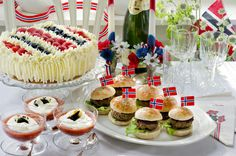 Made in heaven Public Holidays, Holidays And Events, Norwegian Flag, May 17, Made In Heaven, Mini Cupcakes, Norway, Cheesecake, Sweets