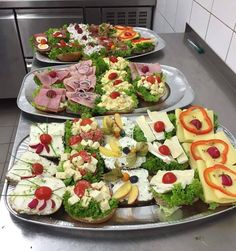 Breakfast in the world Germany's biggest breakfast - Buffet Ideen Pizza Hut, Low Fat Cookies, Healthy Drinks For Kids, Canapes Recipes, Cafeteria Food, Party Food Platters, Breakfast Buffet, Brunch Buffet, Party Buffet