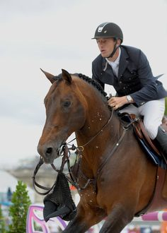 Belgium's Gregory Wathelet became a overnight sensation following last weekend's incredible LGCT Paris event when photos and videos of his horse Conrad losing his bridle while competing mid-round!