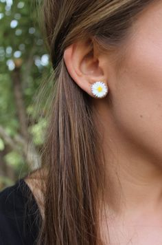 White Daisy Flower Post Stud Earrings. by RobjantCouture on Etsy