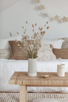 Home Decor Styles .Home Decor Styles Rugs In Living Room, Living Room Chairs, Living Room Decor, Room Rugs, Dining Room, Scandinavian Interior Design, Home Interior Design, Natural Interior, Home And Deco