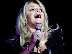 #bonnietyler (photo: Yolanda van der Stoep/Foto24) South Africa Tours, Bonnie Tyler, Concerts, Idol, Van, Singer, Beautiful, Singers, Vans
