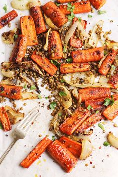Roasted, spicy and sweet maple carrots paired with crispy lentils for a naturally vegan and gluten-free meal. Perfect for the fall, winter or anytime.