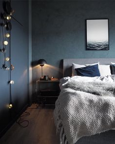 Ocean Poster Calm Water Print Black and White Minimalist image 7 | gezellige slaapkamer | slaapkamer ideeen warm | slaapkamer inspiratie | slaapkamer interieur | bedroom inspiratie | bedroom interieur | bedroom ideas master | interior design bedroom #bedroom #slaapkamers Trendy Bedroom, Modern Bedroom, Bedroom Decor, Wall Decor, Guy Bedroom, Bedroom Paint Colors, Bedroom Color Schemes, Cama King, Bedroom Black