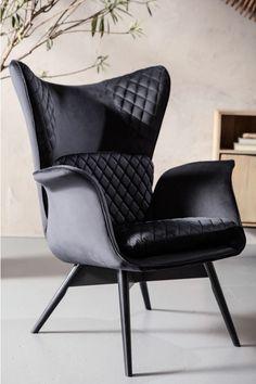 €499 | Tudor Velvet Black fauteuil, unieke en trendy fauteuil uit de meubel collectie van Kare Design. De eigenzinnige meubels van dit unieke woonmerk zijn echte blikvangers en geven karakter aan uw interieur! Afmeting: (hxbxd) 100x78x80 cm. Velvet Furniture, Upholstered Furniture, New Furniture, Winged Armchair, Velvet Armchair, Tudor, Side Table Decor, Furniture Cleaner, Black Sofa