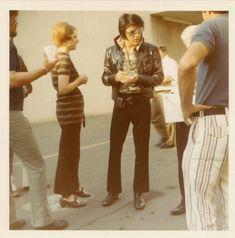45 Elvis Presley Rare Photos Never Seen Before – Elvis Presley Elvis Presley Las Vegas, Elvis Presley Family, Elvis Presley Photos, Rare Elvis Photos, Rare Photos, Young Priscilla Presley, Sparkly Jumpsuit, Young Elvis, Las Vegas Photos