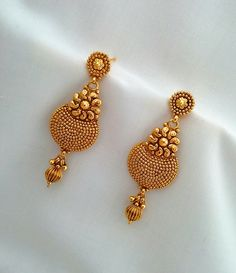 How To Clean Gold Jewelry With Vinegar Gold Jhumka Earrings, Gold Bridal Earrings, Jewelry Design Earrings, Gold Earrings Designs, Jhumka Designs, Fancy Earrings, Ruby Earrings, Hoop Earrings, Diamond Earrings