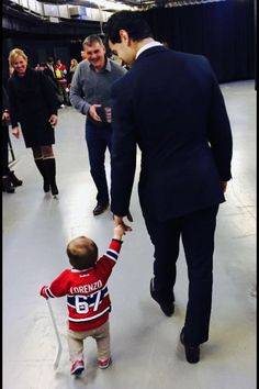 Max Pacioretty and his son Lorenzo Hockey Girlfriend, Hockey Wife, Hockey Girls, Hockey Baby, Hot Hockey Players, Ice Hockey, Montreal Canadiens, Max Pacioretty, Pittsburgh Penguins Hockey
