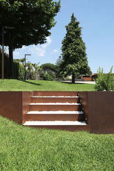 Behutsame Interaktion: Umbau einer sizilianischen Farm - My Garden Decor List Vintage Garden Decor, Vintage Gardening, Backyard Retaining Walls, Backyard Landscaping, Landscape Stairs, Landscape Design, Garden Stairs, Lawn Edging, Garden Inspiration